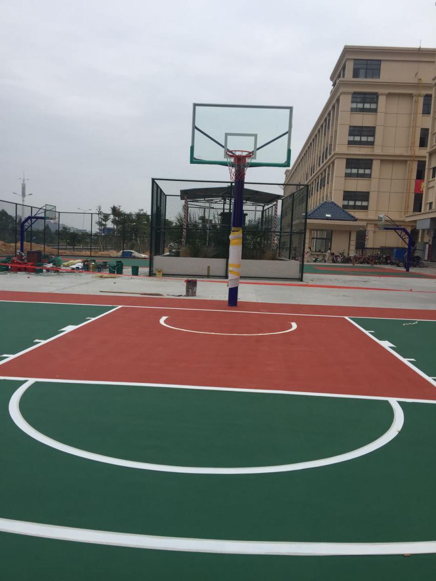 东莞学校室外丙烯酸篮球场工程建设,日常维护便利,成本低!