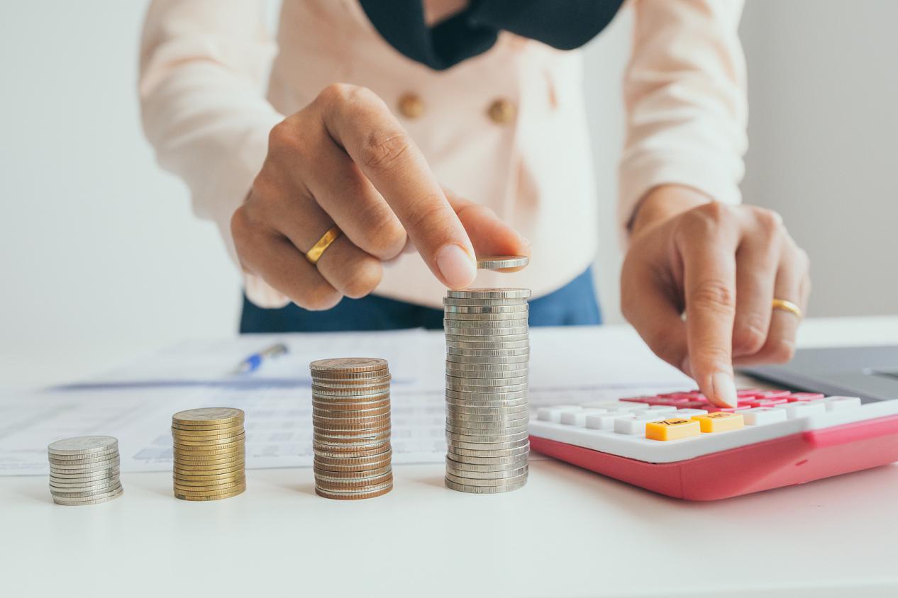ZFX外汇平台:做中长期的外汇投资需关注哪些信息?